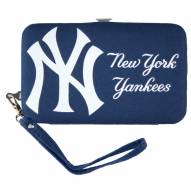 New York Yankees Smart Wristlet Purse
